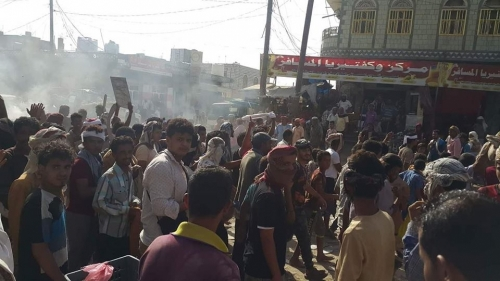 بالصور.. تظاهرة ضخمة وعصيان مدني شامل في مديرية لودر