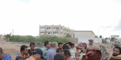 أمن عدن يزيل بناء مخالف على أراضي مؤسسة الكهرباء