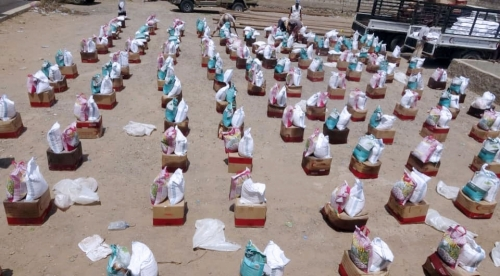 الهلال الأحمرالإماراتي يوزع 500 سلة غذائية بحيس والدريهمي