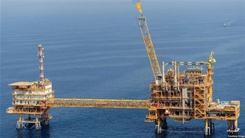 هبوط حاد في صادرات النفط الإيرانية.. وطهران تضطر لتخفيض الإنتاج