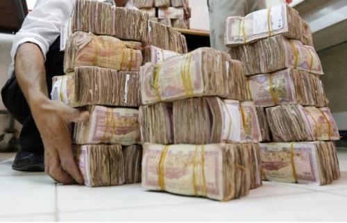 أنباء عن تعافي الريال مقابل العملات الأجنبية بعد منحة السعودية