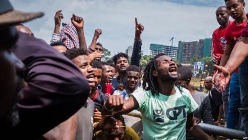 حارس مخمور يقتل 9 بينهم 3 ضباط وينتحر في العاصمة الإثيوبية