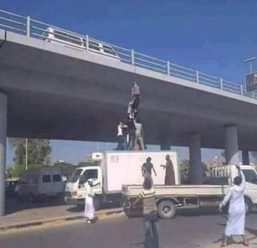 شاهد.. مواطن ينتحر في صنعاء