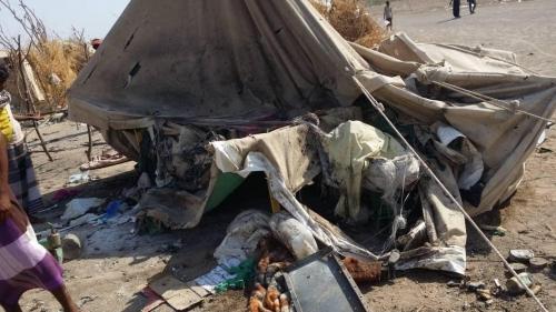 """روايات سكان مخيم بني جابر بالحديدة بعد قصفه من قبل الحوثيين """"فيديو"""""""