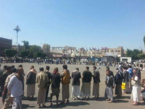 الجياع يرعبون الحوثيين بصنعاء.. ما القصة؟