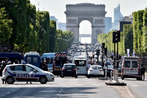 """لأسباب مجهولة..إصابة شخصين بإطلاق نار قرب الشالزية بباريس """"صور"""""""