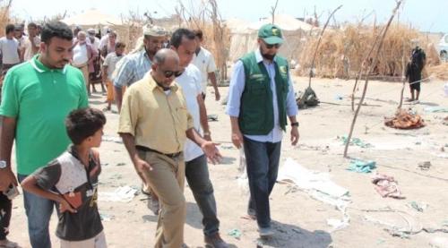 مدير الخوخة وممثلي مركز سلمان للإغاثة يتفقدون مخيم بني جابر