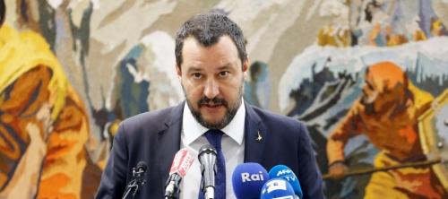 في تصعيد دولي جديد.. إيطاليا تغلق مطارتها بوجه لاجئي ألمانيا