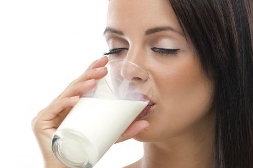 فوائد مذهلة لشرب كوب من الحليب في الصباح