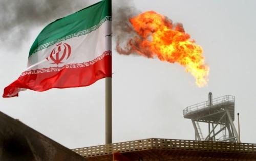 الهند تتجاهل العقوبات الأمريكية وتواصل شراء النفط الإيراني