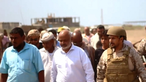 """محافظ الحديدة يتوعد الحوثيين بأخذ ثأر أبرياء المخيم.. ويؤكد """"موعدنا في الحديدة"""""""