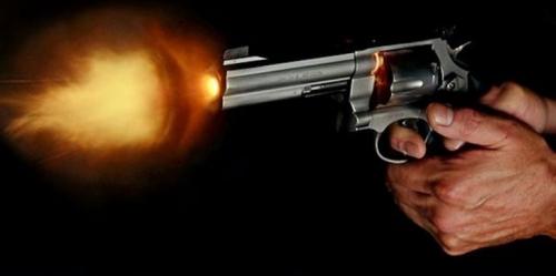 رجل أعمال يطلق الرصاص على زوجته