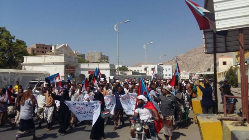 انطلاق مسيرة ضد فساد الحكومة بالمكلا.. والإعلان عن جدول الانتفاضة قريبا