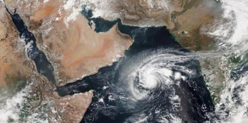 اقتراب إعصار لبان من السواحل الشرقية لليمن .. ومطالب أممية بتوفير المواد الإغاثية اللازمة