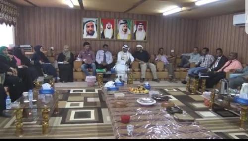 ممثل الهلال الإماراتي بعدن  يلتقي أصحاب الهمم والمكفوفين.. ومبادرة نحن قدها  تقدم له درع الوفاء