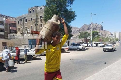 انعدام الغاز المنزلي أزمة جديدة تضاعف معاناة المواطنين في عدن ( تحقيق )