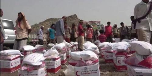 بدعم من الإمارات والسعودية.. توزع سلال غذائية للأسر المحتاجة في لحج