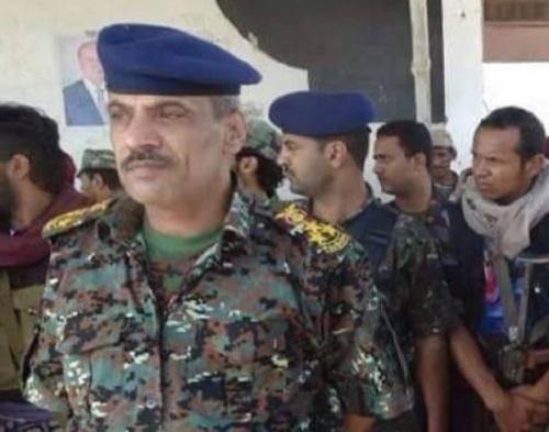 ظهور مفاجئ لقائد عسكري كبير برفقة قيادات حوثية عقب أنباء انضمامه للشرعية ( الاسم + الصورة )