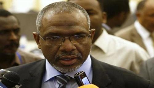 رئيس حكومة السودان يعد بانفراج أزمة السيولة السبت المقبل