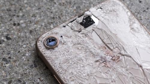 أخيرا.. آبل تبتكر أداة لحماية هواتفها من الكسر