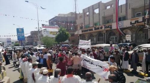 ثورة الجوعى.. مظاهرات في تعز رفضًا لتردي الأوضاع الاقتصادية