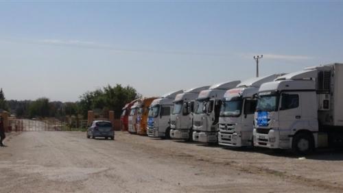 14 شاحنة سعودية لإغاثة سكان تعز