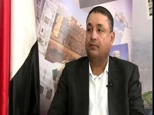 وزير بحكومة الحوثيين يستقيل.. ويكشف عن مفاجأة