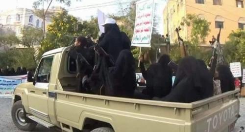 مليشيا الحوثي تقمع ثورة الطلاب بعصا الزينبيات.. تفاصيل