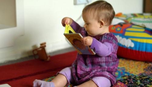 هل للأطفال الرضع ميول أدبية؟