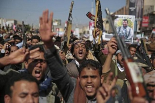 صحيفة سعودية: الحوثي يخطط للتخلص من أتباع الرئيس الراحل