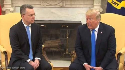 ترامب يلتقي القس الأميركي بعد إطلاق سراحه من تركيا