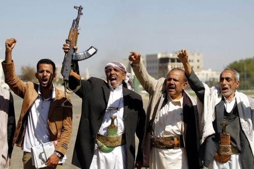 بعد الأطفال.. مليشيا الحوثي تستدرج المتقاعدين للقتال في صفوفها