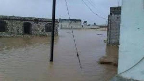 """إعصار """"لبان"""" يدمر الأبراج العملاقة لشركة يمن موبايل في المهرة"""