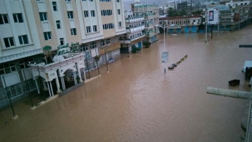 غرق عشرات المنازل في المهرة نتيجة الفيضانات ( صورة )