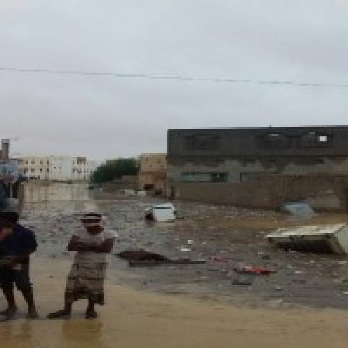 """إصابة 33 وفقدان أربعة وإيواء 350 أسرة جراء عاصفة """"لوبان"""" في المهرة"""