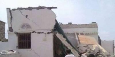 مليشيا الحوثي تستهدف حيا شعبيا بالحديدة وتصيب عشرات الأطفال