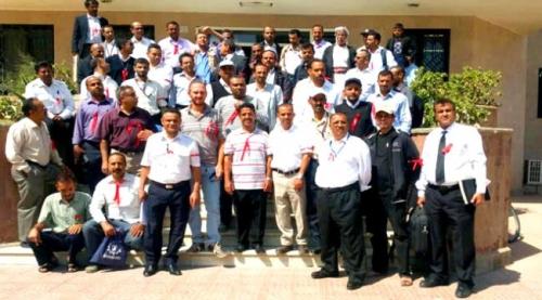 وقفة احتجاجية لموظفي مطار عدن للمطالبة بمحاسبة جنود اعتدوا على نجل إحدى الموظفات