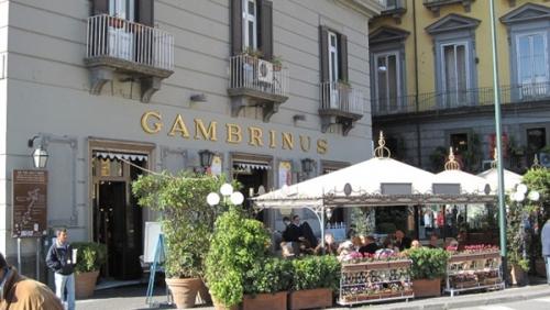 بسبب كلب.. الشرطة الإيطالية تغرم مقهى شهير 833 يورو