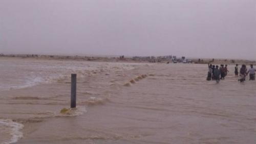 المهرة.. خروج آبار المياه ومولدات كهرباء عن الخدمة بسبب إعصار «لبان»