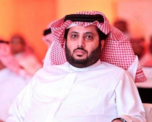 تركي آل الشيخ يهنأ سيدة سعودية فازت بسيارة هدية