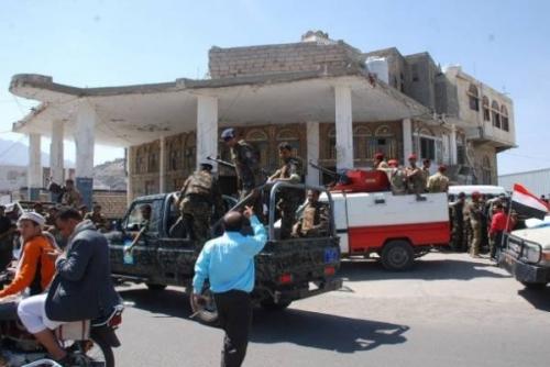 ضبط 15 مسلحا بحملة أمنية بتعز