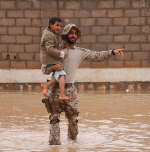 سفير السعودية لدى اليمن: طائرات عمودية لإنقاذ أهالي المهرة «صور»