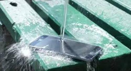 هاتف ذكي يقاوم الماء والأتربة