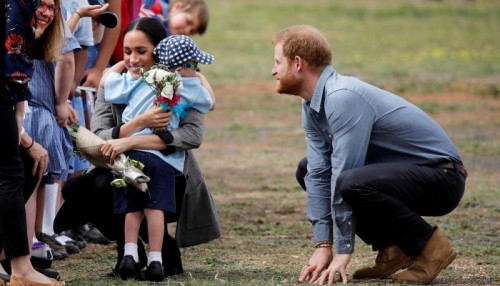 الأمير هاري وزوجته ميجان في جولة لبلدة أسترالية تكافح الجفاف