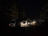 الظلام يضرب عدن.. وتضارب الآراء حول أسباب انقطاع التيار الكهربائي