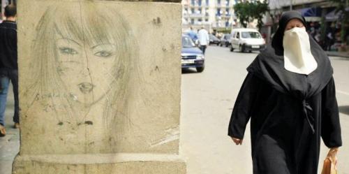 حظر ارتداء النقاب في أماكن العمل بالجزائر