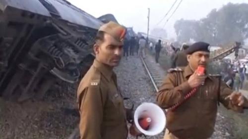 قطار يدهس مواطنين ومقتل 50 شخصًا في الهند