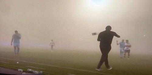 عاصفة رملية تقتحم مباراة في الدوري السعودي (صور)