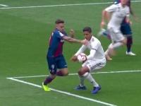 فاران يكبد ريال مدريد هدفين أمام ليفانتي بالدوري الإسباني