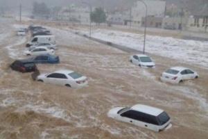 """بالفيديو..قطر تغرق في """"شبر ميه"""""""